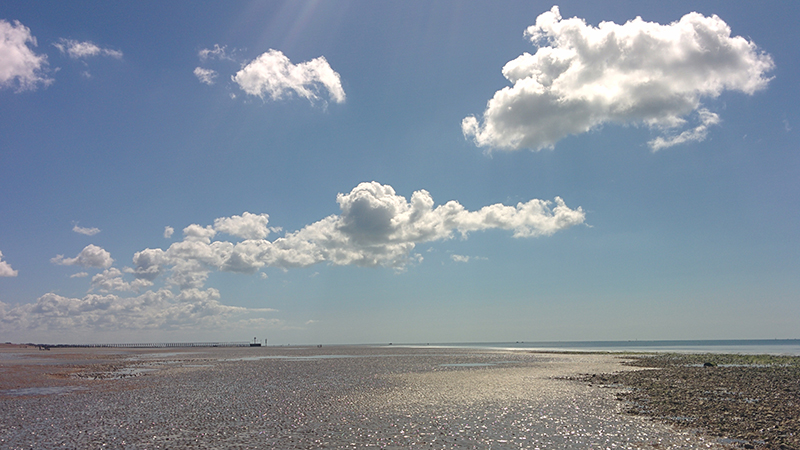 More fine summer weather for SE Britain
