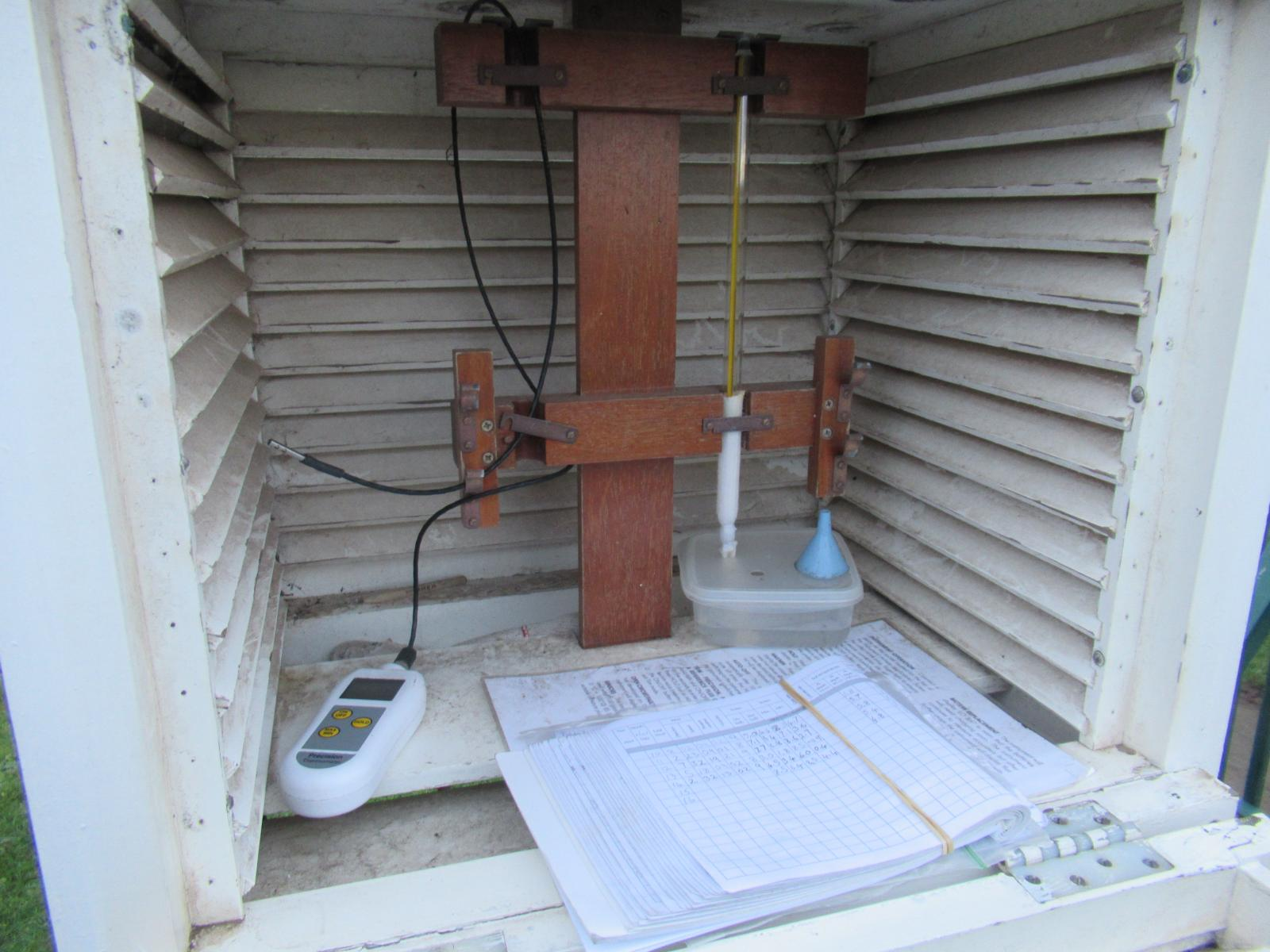 Stevenson screen thermometer dry and wet bulb