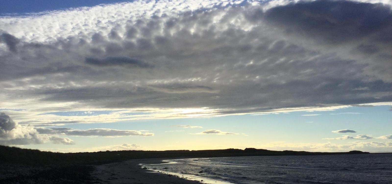 UK Weather - Westerly flow brings Atlantic rain but little will reach warm SE Britain.