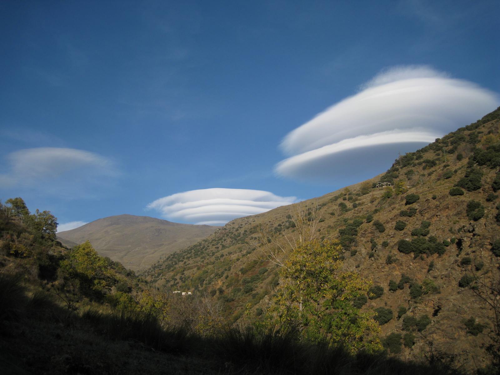 Lenticular cloud Altocumulus Lenticularis