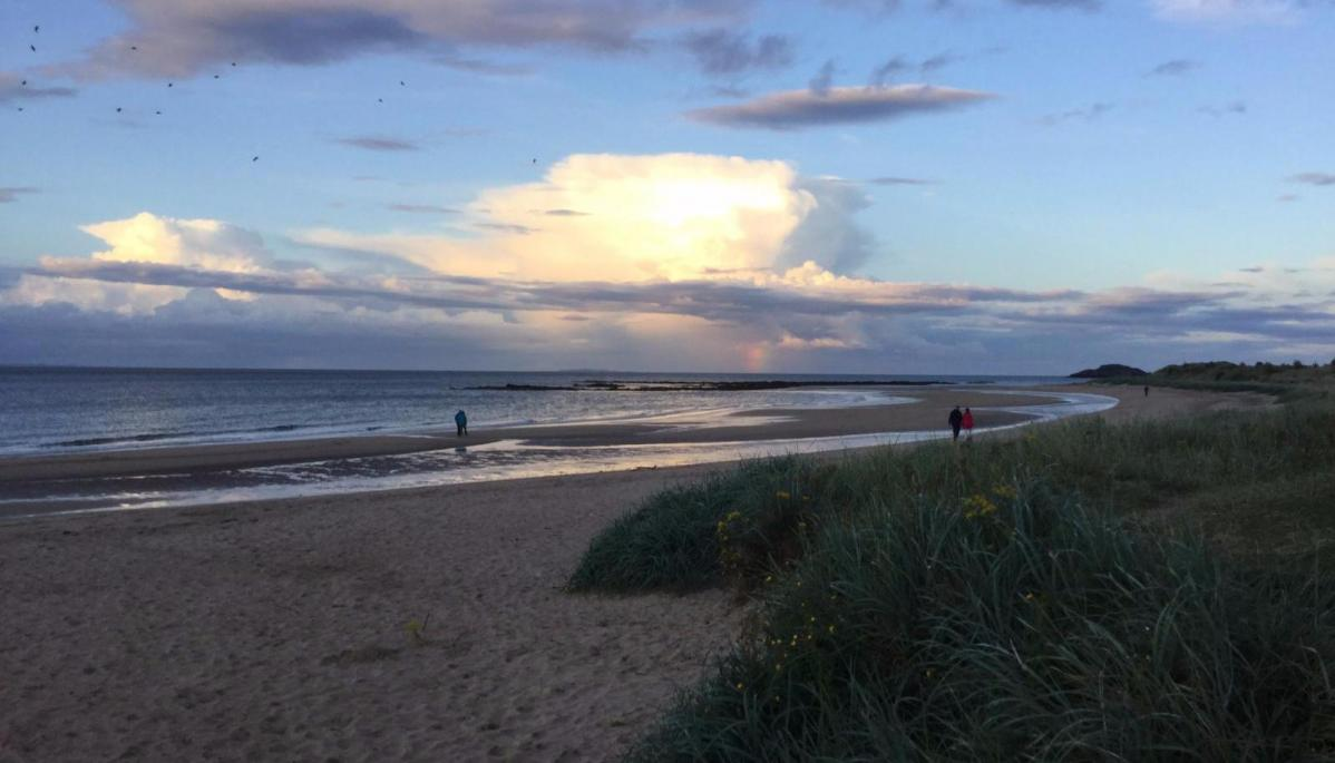 Weekend: Rain For Scotland Today, Otherwise Sunshine & Showers, Warm In Sunshine