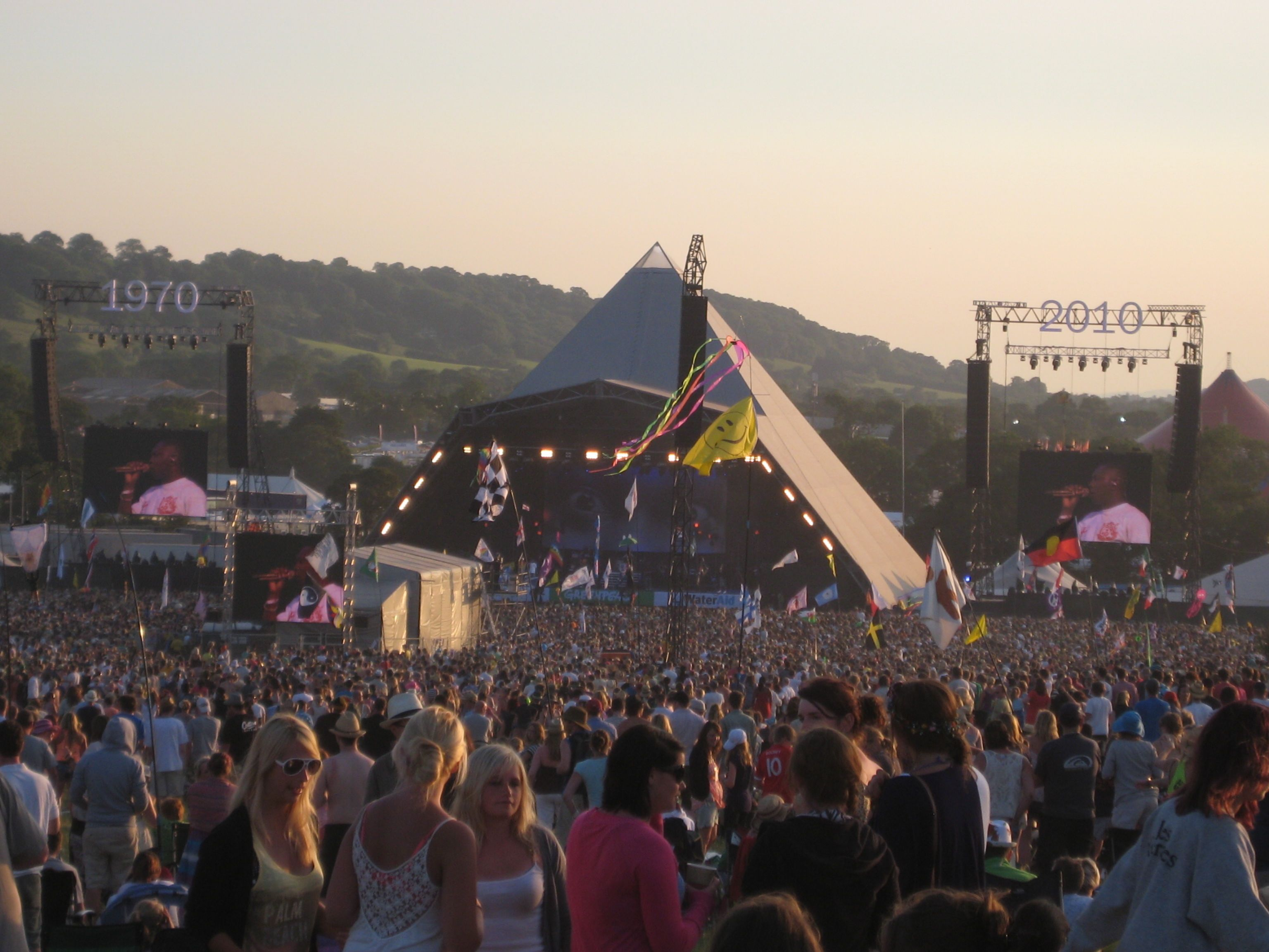A predominantly dry Glastonbury festival this year, turning very warm or even hot at times, cooler on Sunday