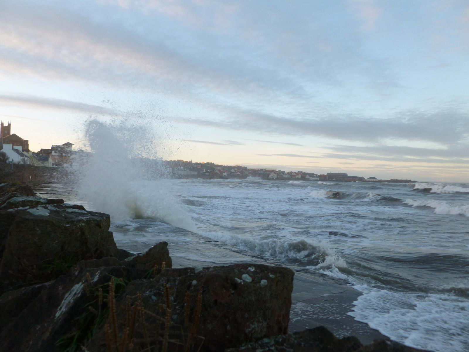 UK weather : A potentially stormy week - mid September Gales