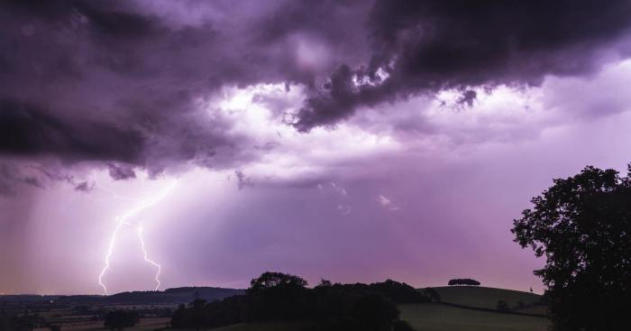 Heat is back for SE UK today, but lively thunderstorms loom for overnight