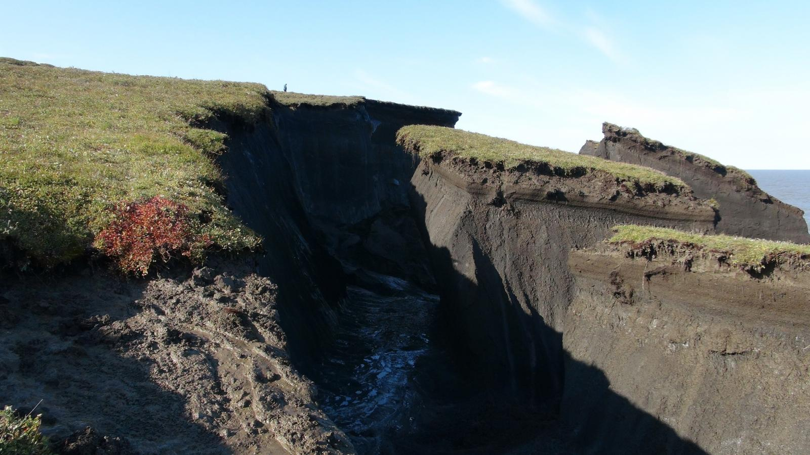 Large collapsed permafrost blocks on Pelly Island